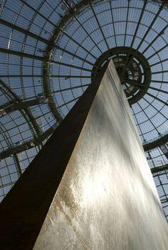 """""""Promenade""""(Monumenta 2008 au Grand Palais à Paris) oeuvre de Richard Serra (1939) artiste américain, connu pour ses sculptures en acier corten. Photo d'ensemble : http://www.grandpalais.fr/sites/default/files/mediatheque/0/499/550x550_499_vignette_Jeux_perspectives.jpg"""