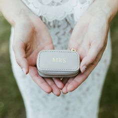 'Mrs' Travel Jewellery Box 💍 A beautiful gift the bride will treasure! 'Mrs' petite travel jewellery box in Taupe! Something the bride can use on their special day and take on their honeymoon! Travel Jewellery Box, Jewelry Box, Bride Gifts, Wedding Gifts, Wedding Bride, Marry Me, Bridesmaid Gifts, Special Day, Wedding Jewelry