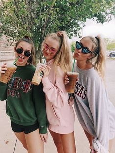 Bestie GoAls I bReAthe cOffee I'm addicted Bff Pics, Photos Bff, Cute Friend Pictures, Funny Pictures, Teen Pics, Funny Pics, Best Friend Fotos, Best Friend Photography, Teen Photography