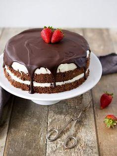 Míša dort jsem dělala už několikrát a vždycky měl velký úspěch. Pokud není moc času a nápadů na jiný dort, sáhnu po něm. Je totiž poměrně ry... Healthy Diet Recipes, Snack Recipes, Cooking Recipes, Snacks, Czech Recipes, Ethnic Recipes, Food Inspiration, Chocolate Cake, Cupcake Cakes