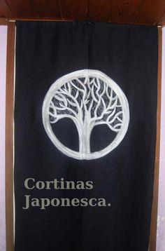 Cortina japonesa decorada con un escudo de armas pintado a mano por Japonesca.