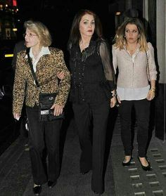 ☆Priscilla Wagner Beaulieau Presley with mother Ann Beaulieau and Elvis and Priscilla's only daughter Lisa Marie Presley Lockwood Elvis And Priscilla, Lisa Marie Presley, Priscilla Presley, Elvis Presley, No Ordinary Family, Memphis Tennessee, Lisa S, Mississippi, Rock And Roll