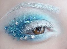 Icy winter eyes. Awesome makeup inspiration. - 10 Winter Cosplays