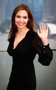Angelina Jolie looks beautiful in black!