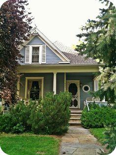 Adorable little blue Victorian cottage Cozy Cottage, Cottage Homes, Cottage Style, Farmhouse Style, Cottage Living, Victorian Cottage, Victorian Homes, Folk Victorian, Architecture Design
