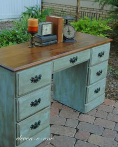 """Inspiration for repainting my desk (baking soda + paint for a """"chalk paint"""" like effect)"""