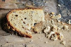 As amazing as bread can be, it also is filled with carbs and can be unfavorable for health or weight loss. Luckily for us, there are options to replace bread. Here are low-carb alternatives to bread. Bananas, Retirement Decorations, Bread Alternatives, World Hunger, Food Insecurity, Low Carb Bread, Drupal, Gluten Free Diet, Dog Eating