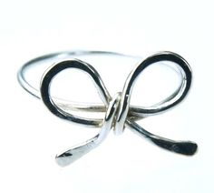 bow ring - i need this to match my earrings and bellyring