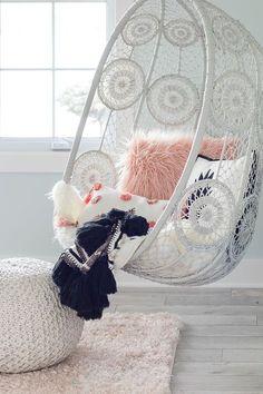 Hanging Chair Between Girls Boho Bedroom Decor - Claire C. - Hanging chair between girls boho bedroom decor – # Hanging - Decoration Bedroom, Boho Bedroom Decor, Cute Room Decor, Shabby Chic Bedrooms, Shabby Chic Decor, Bedroom Chair, Trendy Bedroom, Modern Bedroom, Glam Bedroom