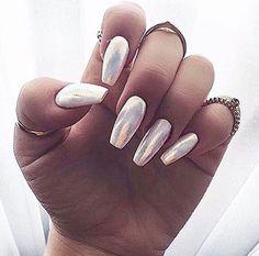 Hologram nails @Pinteres/GizGiz04