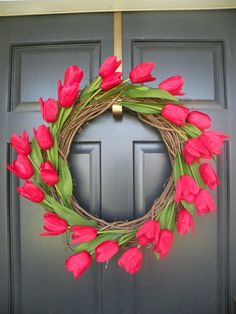 Tulip Wreath - Perfect for a Spring & Summer Wreath Spring Crafts, Holiday Crafts, Holiday Wreaths, Tulip Wreath, Floral Wreaths, Arts And Crafts, Diy Crafts, Red Tulips, Front Door Decor