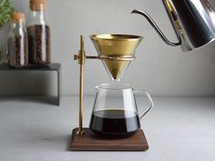 The brewer stand set is perfect for those who want to indulge in a deeper, richer coffee time. It comes with a stand, filter, brewer, server. Drip Coffee, V60 Coffee, Coffee Drinks, Coffee Time, Coffee Cups, Coffee Dripper, Nitro Coffee, Coffee Latte, Tee Set