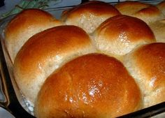 Golden Corral Rolls recipe featured on DesktopCookbook. Ingredients for this Golden Corral Rolls recipe include 1 envelope active dry yeast, cup warm water, cup sugar, and cup butter. Copycat Recipes, Bread Recipes, Cooking Recipes, Golden Corral Rolls, Golden Corral Dinner Rolls Recipe, Golden Corral Honey Butter Recipe, Good Food, Yummy Food, World Recipes