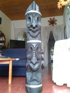 Escultura en Madera Tótem dos Caras con incrustaciones en acero inoxidable. Fire, Repurposed Wood, Two Faces, Stainless Steel, Urban Art, Sculptures