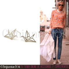 Gran surtido de #pendientes pequeñitos para ir a trabajar o para cuando nos invade el espíritu minimalista :) ★ Precio: 4'50 € en http://www.conjuntados.com/es/pendientes-plateados-pajarita.html ★ #novedades #earrings #conjuntados #conjuntada #parrot #joyitas #jewelry #bisutería #bijoux #accesorios #complementos #outfit #moda #fashion #estilo #style #GustosParaTodas #ParaTodosLosGustos