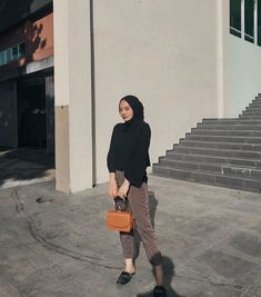 Modern Hijab Fashion, Street Hijab Fashion, Hijab Fashion Inspiration, Muslim Fashion, Minimal Fashion, Fashion Outfits, Casual Hijab Outfit, Cute Casual Outfits, Simple Outfits