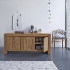 Teak-Buffet Evonn – Kleine Teak-Möbel bei Tikamoon Solid Wood Sideboard, Small Sideboard, Teak Sideboard, Buffet Teck, Muebles Living, Side Board, Solid Wood Furniture, Organizing Your Home, Storage Spaces