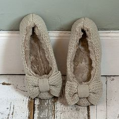 Verity Cream Wool Slippers, these look so comfy! Fuzzy Slippers, Knitted Slippers, Winter Slippers, Chiffon, Ciabatta, Swagg, Lana, Me Too Shoes, Shoe Boots