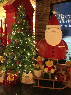 Christmas at Harrods Harrods Christmas, Christmas Tree, Bling, Seasons, London, Holiday Decor, Outdoor Decor, Home Decor, Teal Christmas Tree