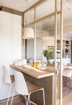 Un mix perfecto Small Apartment Design, Small Apartment Decorating, Pantry Interior, Home Interior Design, Tiny Dining Rooms, Small Appartment, Kitchen Design, Kitchen Decor, Sweet Home Design