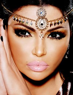 Arabic Bridal Party Wear Makeup Tutorial Trends contains middle east, Egyptian, Turkish Eye & Complete Face makeup ideas & stunning looks! Love Makeup, Makeup Art, Makeup Tips, Makeup Looks, Hair Makeup, Makeup Style, Arabian Makeup, Arabian Beauty, All Things Beauty