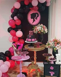 Barbie Party Decorations, Barbie Theme Party, Barbie Birthday Party, Birthday Party Tables, Baby Girl Birthday Theme, Christmas Party Drinks, 21st Bday Ideas, Barbie Images, Barbie Cake