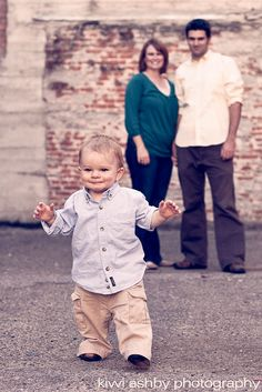 definitely doing something like this for my son's 1 year photo shoot.  :)