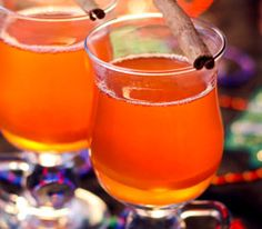 Mulled Cranberry Cider for a Crowd Winter Drinks, Holiday Drinks, Fun Drinks, Yummy Drinks, Alcoholic Drinks, Beverages, Cranberry Apple Juice, Cranberry Bog, Hcg Diet Recipes