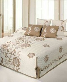 icu ~ Pin by Decor Pins on authentic Luxury Bed Sheets, Decor, Bed Decor, Bedroom Decor, Mattress Room, Bed Design, Designer Bed Sheets, Bedroom Design, Home Decor