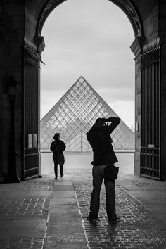 How to Approach Street Photography in 12 Easy Steps - Digital Photography School