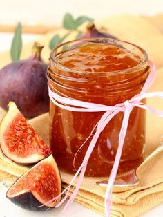 Homemade Fig Jam Recipe - This Homemade Fig Jam recipe is made with fresh figs with are in season right now. Take advantage of fresh figs available now in your grocery store and enjoy homemade fig jam. Fig Recipes, Sweet Recipes, Cooking Recipes, Chutneys, Homemade Fig Jam, Amazing Food Creations, Cuisine Diverse, Portuguese Recipes, Vegetable Drinks
