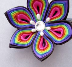 Awesome rainbow flower - could easily be done in felt.