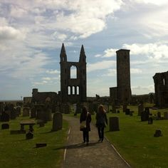St Andrews Cathedral - Photo by lizzlep