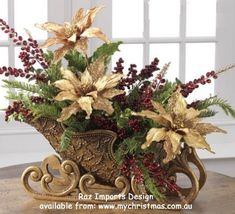 Christmas Sleighs as Table Pieces. Christmas floral arrangement and centerpiece ideas. Centerpiece Christmas, Christmas Flower Arrangements, Christmas Flowers, Xmas Decorations, Floral Arrangements, Christmas Wreaths, Christmas Ornaments, Christmas Sleighs, Centerpiece Ideas