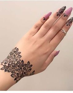 Latest Amazing Mehndi Designs For Parties Hello Guys! here you will see Latest Mehndi Designs with Amazing Patterns for your Hands and. Mehndi Designs Finger, Henna Tattoo Designs Simple, Henna Art Designs, Modern Mehndi Designs, Mehndi Designs For Girls, Mehndi Design Photos, Mehndi Simple, Mehndi Designs For Fingers, Beautiful Henna Designs