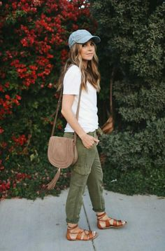 Need some ideas for what to wear on certain occasions? I've got a new series just for you, and this month I'm sharing 10 cute running errands outfit ideas! Outfits With Hats, Girl Outfits, Cute Outfits, Outfits With Green Pants, Olive Green Pants Outfit, Casual Outfits, Preppy Summer Outfits, Spring Outfits, Pantalon Vert Olive