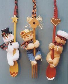Enfeites e Bonecos de Natal Faça você mesmo: 80 ideias para vender ou decorar. Com moldes e passo a passo Felt Crafts, Holiday Crafts, Diy Crafts, Felt Christmas Decorations, Christmas Ornaments, Felt Ornaments, Christmas Themes, 242, Diy Weihnachten