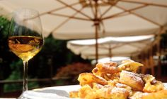 Genusshotel Gerstl am Watles White Wine, Alcoholic Drinks, Breakfast, Food, Morning Coffee, Alcoholic Beverages, Meal, Essen, White Wines