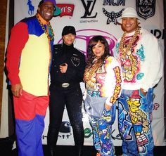 Hip-hop fashion, also called large fashion, is a particular kind of ensemble. Fashion Kids, 80s Fashion Party, Fashion Models, Hip Hop Fashion, Urban Fashion, 90s Fashion, Fashion Trends, Fashion Outfits, 80s Party Costumes