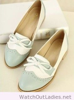 Sweet british style perforated bowknot flats