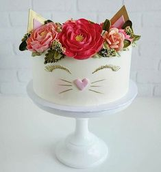 Cats are pretty awesome, you guys. The purrs, the head-butts, the constant disapproving stare that.Cake Wrecks - Home - Sunday Sweets Goes Crazy Cat Ladyby Tasteful Cakes in CAHeirloom roses🌿 in bloom Cake Wrecks, Pretty Cakes, Cute Cakes, Kitten Cake, Birthday Cake For Cat, Happy Birthday Cakes For Women, Girly Cakes, Animal Cakes, Love Cake