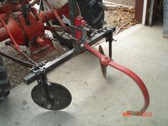 http://www.tractorbynet.com/forums/attachments/build-yourself/254895d1331229767-disc-hiller-build-dischiller002.jpg