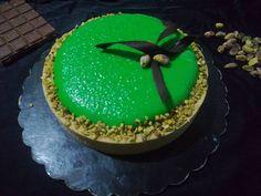 La torta Retzi! #crostata #moussecioccolato #cioccolato #crostatamoderna #moussepistacchio #pistacchio #kittarte #dolce #silikomart… Biscotti, Mousse, Cupcake, Cheesecake, Birthday Cake, Desserts, Food, Tailgate Desserts, Deserts