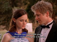 I love Gilmore Girls :D. This was one of my favorite episodes. Plus, her dress is gorgeous