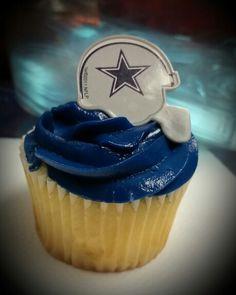 Dallas Cowboys cupcake
