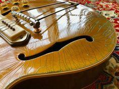 Vintage Electric Guitars, Vintage Guitars, Gibson Es 295, Gibson Epiphone, Archtop Guitar, Gold Top, Potpourri, Bass, Instruments