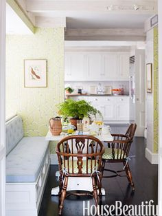 Casual citrus green breakfast area. Design: Ashley Whittaker. housebeautiful.com #green #breakfast_nook #citrus #color