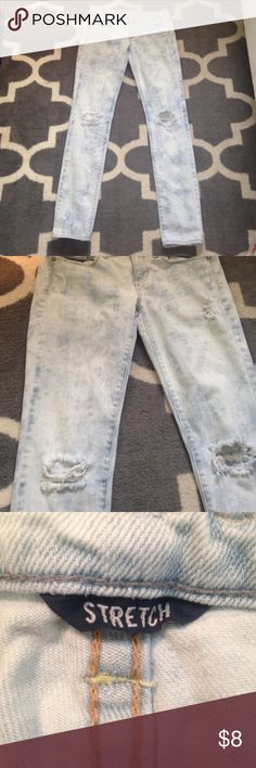 American Eagle Skinny Jeans These are a pair of American Eagle bleaches skinny jeans. I've only worn these a few times, so they're in great condition! American Eagle Outfitters Jeans Skinny