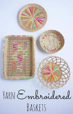 Cestas de mimbre bordadas con lana para alegrar la mesa!
