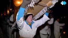Kleine groepjes mannen rennen door Oostenrijkse dorpjes. Ze zijn in het wit gekleed en dragen hoeden van meer dan 50 kilo!  Waarom? Bekijk 't op NPO Spirit!  http://www.spirit24.nl/#!player/index/program:49952797/group:37200368/spirit/hoeden-en-bellen-tegen-geesten